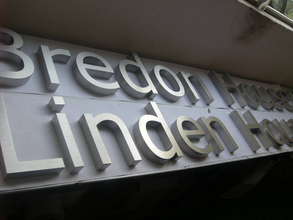 Brushed stainless steel letters super sign manufacturing for Enseigne exterieur