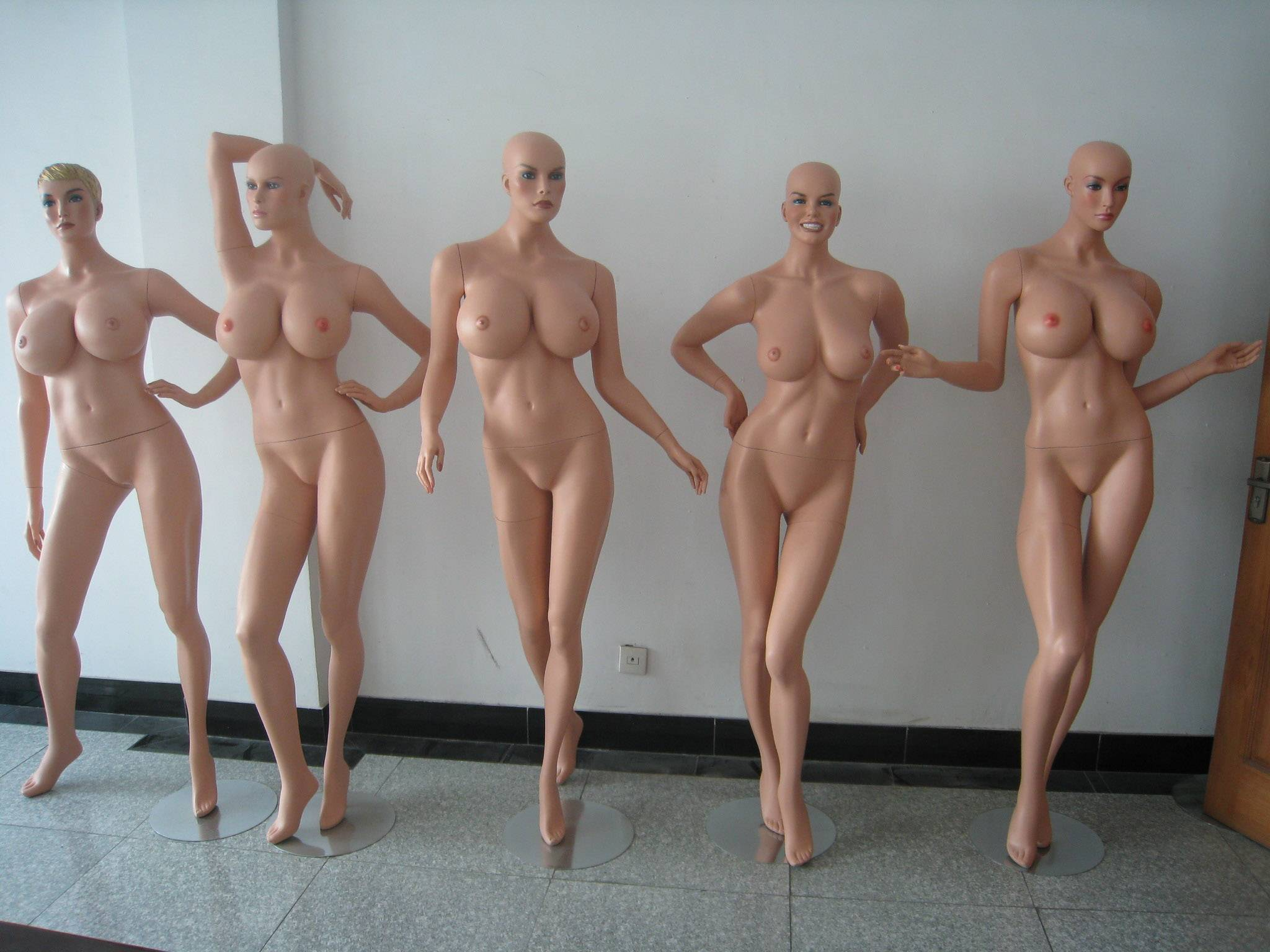 Эротические фото с манекеном 6 фотография